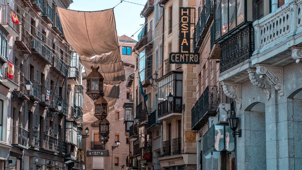 La procesión del Corpus Christi en Toledo es una solemnidad católica, eucarística de tradición muy antigua que se celebra cada año en esta ciudad. Es la fiesta principal de los toledanos y de gran notoriedad entre los católicos españoles, habiendo sido declarada en 1980 de Interés Turístico Internacional.